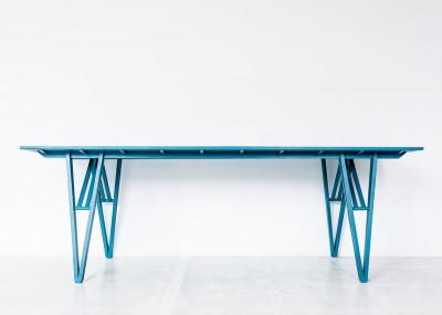 'U1 Görlitzer Bahnhof' table by Studio Andree Weissert - side view